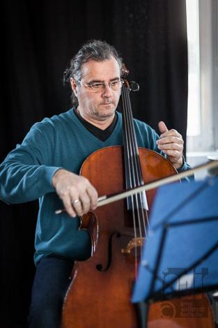 ein Cello im Fotostudio von Arne Vollstedt