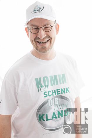 T-Shirt und Cap für Alexander Schattenberg